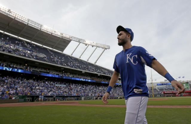 "<a class=""link rapid-noclick-resp"" href=""/mlb/players/8857/"" data-ylk=""slk:Eric Hosmer"">Eric Hosmer</a> has a difficult decision to make: Kansas City or San Deigo? (AP Photo)"