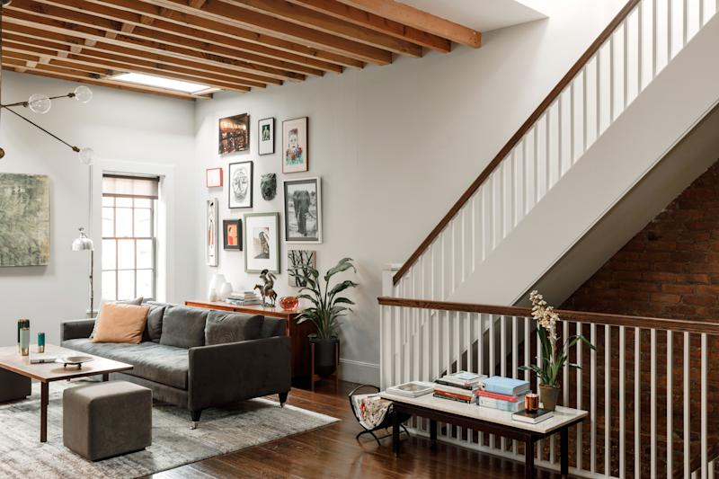 """There is a hearty simplicity to actor Maura Tierney's design aesthetic, as exemplified by the living area of her West Village town house—a space sparingly filled with comfortable pieces and lots of personal art. """"Nothing is done for the sake of doing it,"""" says her designer, L.A.-based Michael Angelo Stuno."""