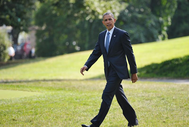 US President Barack Obama makes his way to board Marine One from the South Lawn of the White House on July 8, 2014 in Washington, DC (AFP Photo/Mandel Ngan)