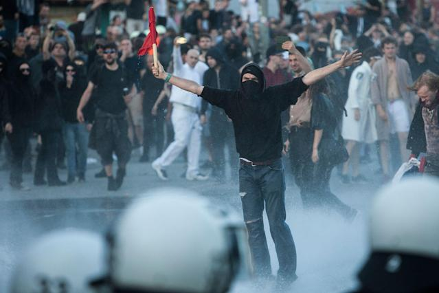 <p>Mass demonstrations were well noticeable all throughout Hamburg as German riot police confronted Anti capitalism and radical left wing groups protesting against the G20 summit in the city, on July 6, 2017. (Photo: Omer Messinger/NurPhoto via Getty Images) </p>