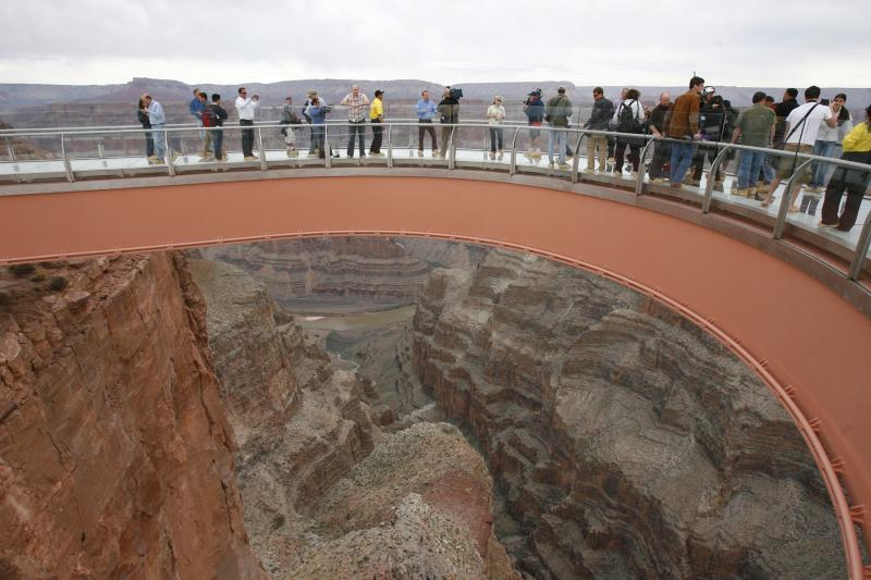 Grand Canyon West-Man Jumps