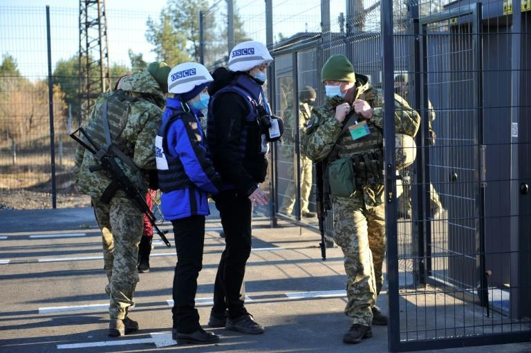Two new checkpoints were opened in Ukraine's Lugansk region -- adding to five existing crossings -- but the border guard service said separatists did not allow civilians to cross