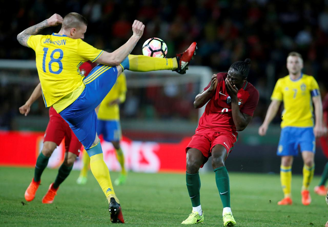 Football Soccer - Portugal v Sweden - International Friendly - Barreiros stadium, Funchal, Portugal - 28/03/17. Portugal's Eder in action against Sweden's Pontus Jansson.  REUTERS/Rafael Marchante