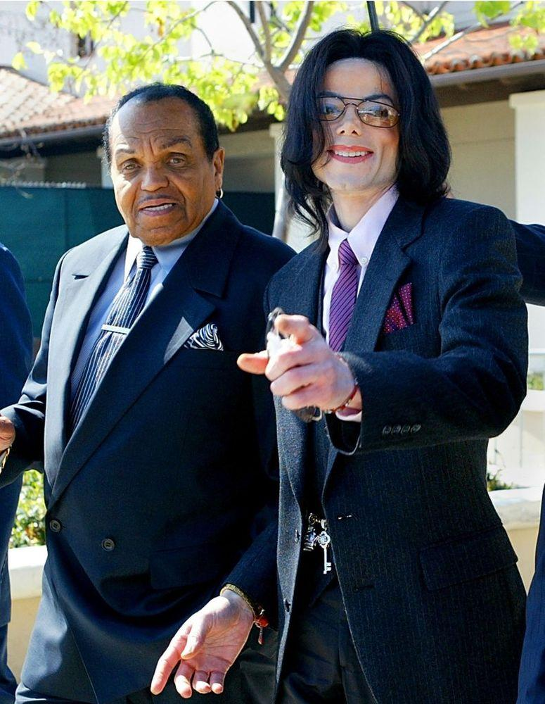 Joe and Michael Jackson in March 2005