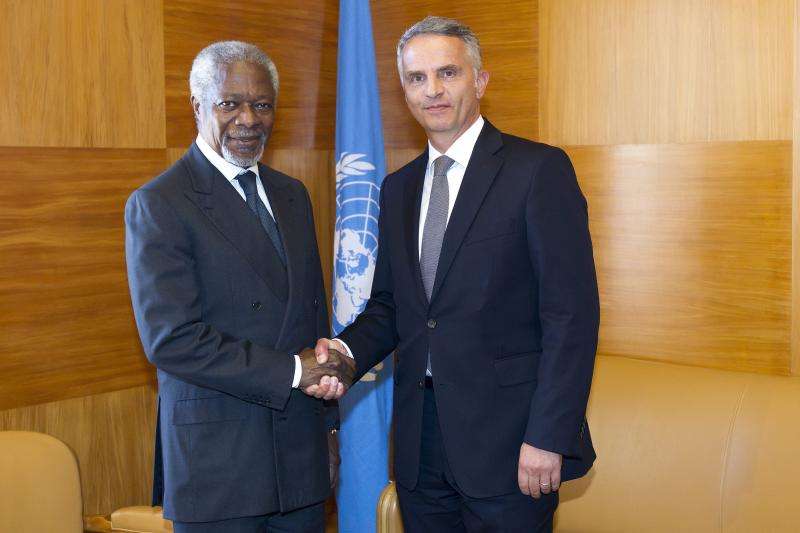 U.N. and Arab League Joint Special Envoy for Syria, Kofi Annan, left, shakes hands with Swiss Foreign Minister Didier Burkhalter, right, before a bilateral meeting at the European headquarters of the United Nations, in Geneva, Switzerland, Tuesday, June 5, 2012. (AP Photo/Keystone/Salvatore Di Nolfi)
