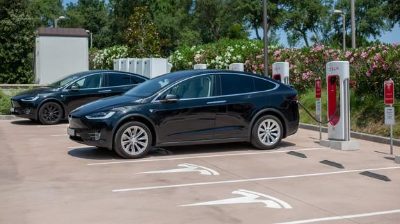 Tesla will limit charging to 80 percent at some Supercharger