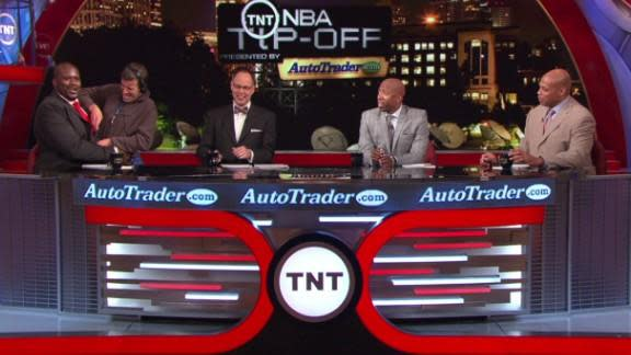 Shaq's phone goes off on TNT's pregame show, he throws it, everyone covers smoothly (Video)