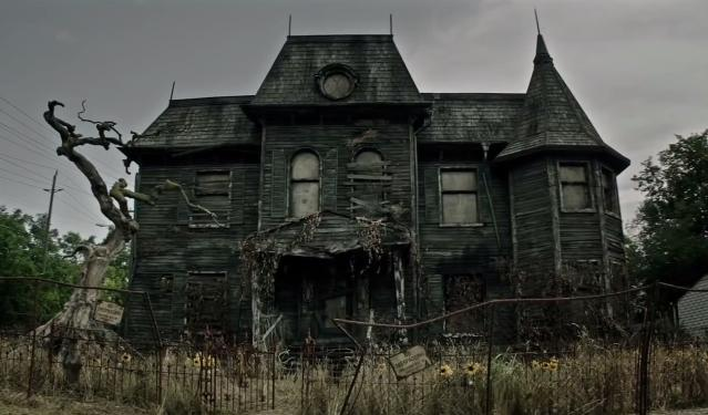 The exterior of the Neibolt House from <i>It.</i> (Photo: Warner Bros./New Line)