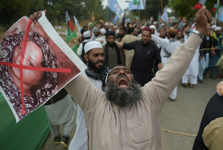 Asia Bibi flown from Pakistan