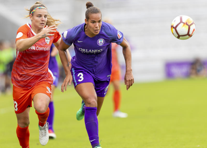 ORLANDO, FL - APRIL 22: Orlando Pride defender Toni Pressley (3) and Houston Dash defender Rachel Daly (3) run down the ball during the MLS soccer match between the Orlando Pride and the Houston Dash on April 22, 2018 at Orlando City Stadium in Orlando, FL. (Photo by Andrew Bershaw/Icon Sportswire via Getty Images)
