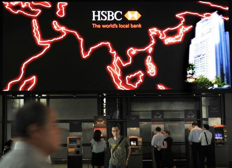 HSBC has apologised for failing to apply US anti-laundering rules, and a senior executive has resigned