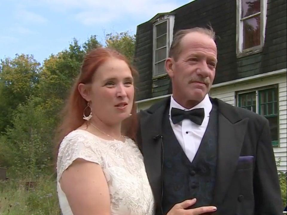 Bride and groom exchanged vows in a ceremony on the US-Canada border (NBC5)