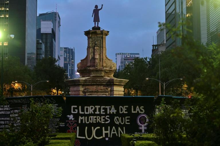 """A statue in honor of """"Women who fight"""" has been placed on a plinth in Mexico City where once stood the figure of Christopher Columbus (AFP/PEDRO PARDO)"""