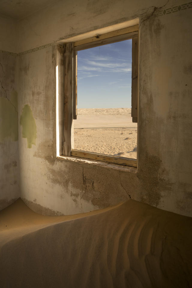 <p>By the early '30s, the area was in decline. The main factor in the town's demise was the discovery in 1928 of the richest diamond-bearing deposits ever known. These were on the beach terraces 270 kilometers south of Kolmanskop, near the Orange River. (Photo: David Swindler/Caters News) </p>