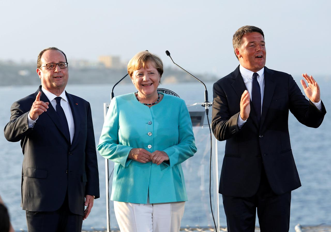 Italian Prime Minister Matteo Renzi, German Chancellor Angela Merkel (C) and French President Francois Hollande (L) pose on the Italian aircraft carrier Garibaldi off the coast of Ventotene island, central Italy, August 22, 2016. REUTERS/Remo Casilli     TPX IMAGES OF THE DAY