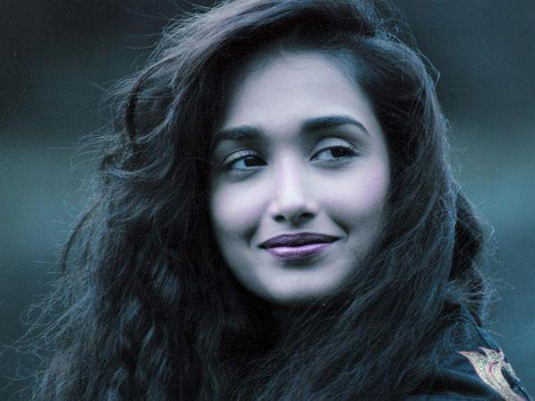 """<p><strong>Image courtesy : iDiva.com</strong></p><p><strong>Jiah Khan:</strong> Jiah Khan couldn't fight her depression and finally succumbed to it. She committed suicide by hanging herself from the ceiling fan of her room. The actress suffered depression because of her failed Bollywood career and relationship troubles. It sure was a big loss for the film fraternity.</p> <p><strong>Don't Miss: <a href=""""http://idiva.com/news-entertainment/bollywood-tweets-celebrities-mourn-the-death-of-jiah-khan/21993"""" target=""""_blank"""">Bollywood Tweets: Celebrities Mourn the Death of Jiah Khan</a></strong></p><p><strong>Related Articles - </strong></p><p><a href='http://idiva.com/news-entertainment/jiah-khans-suicide-letter-revealed/22109' target='_blank'>Jiah Khan's Suicide Letter Revealed</a></p><p><a href='http://idiva.com/photogallery-health/top-10-bollywood-fitness-freaks/20637' target='_blank'>Top 10 Bollywood Fitness Freaks</a></p>"""