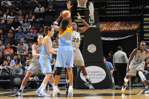 Fowles leads Sky past Silver Stars