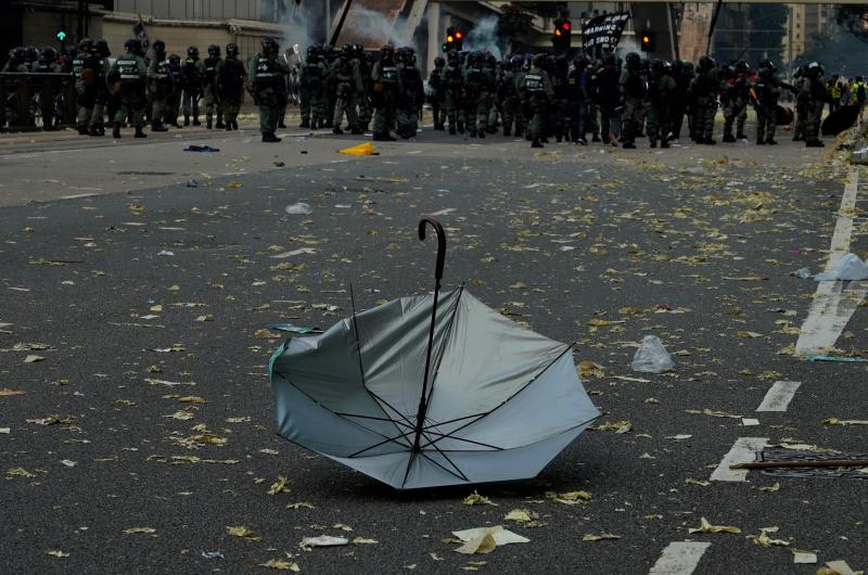 An anti-government protester's umbrella lies on the ground after a clash with police in Hong Kong, Oct. 1, 2019. (Photo: Vincent Yu/AP)