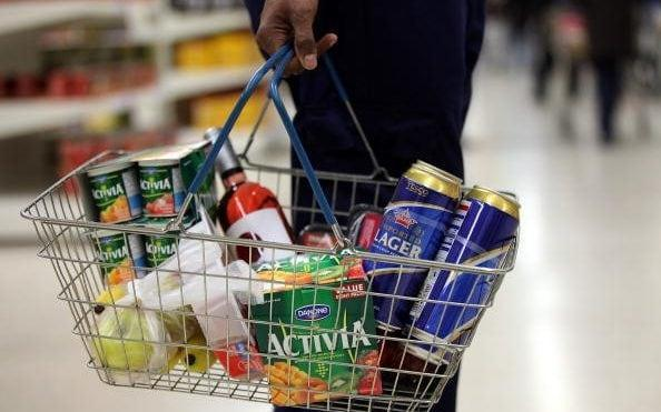 Supermarket shoppers spend more when they do it themselves - Bloomberg
