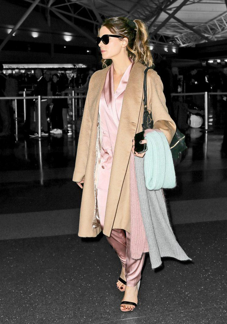 Kate Beckinsale spotted at JFK airport wearing a brown trench coat with a pink silk outfit and strappy heels. (Photo: AKM-GSI)