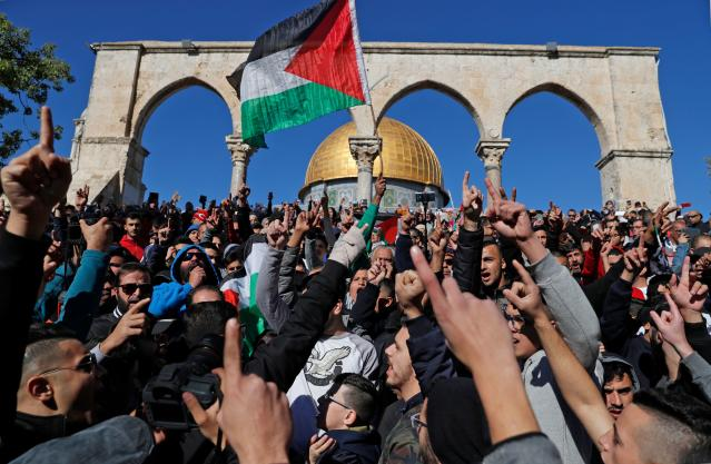 <p>Palestinian Muslim worshippers shout slogans during Friday prayer in front of the Dome of the Rock mosque at the al-Aqsa mosque compound in the Jerusalem's Old City on Dec. 8, 2017. (Photo: Ahmad Gharabli/AFP/Getty Images) </p>