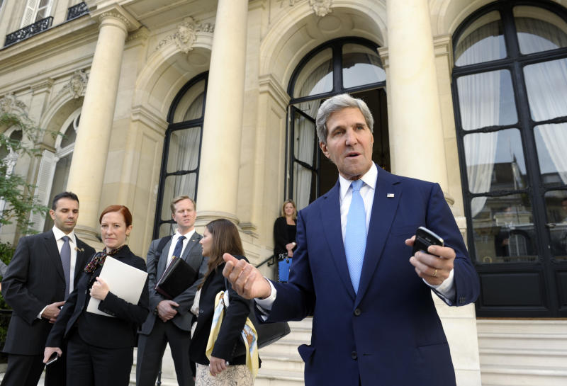 US Secretary of State, John Kerry, talks with reporters at the United States Embassy in Paris, Sunday, Sept. 8, 2013, before his meeting with Arab League representatives. (AP Photo/Susan Walsh, Pool)