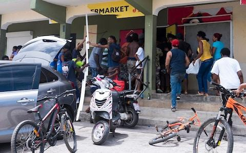 People loot a store on September 7, 2017 in Quartier-d'Orleans on the French Carribean island of Saint-Martin, after the passage of Hurricane Irma - Credit: AFP