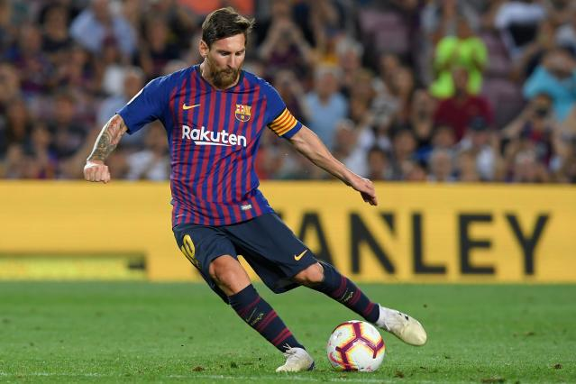 Lionel Messi hits his free kick for Barcelona against Alaves in the two clubs' 2018-19 La Liga opener. (Getty)