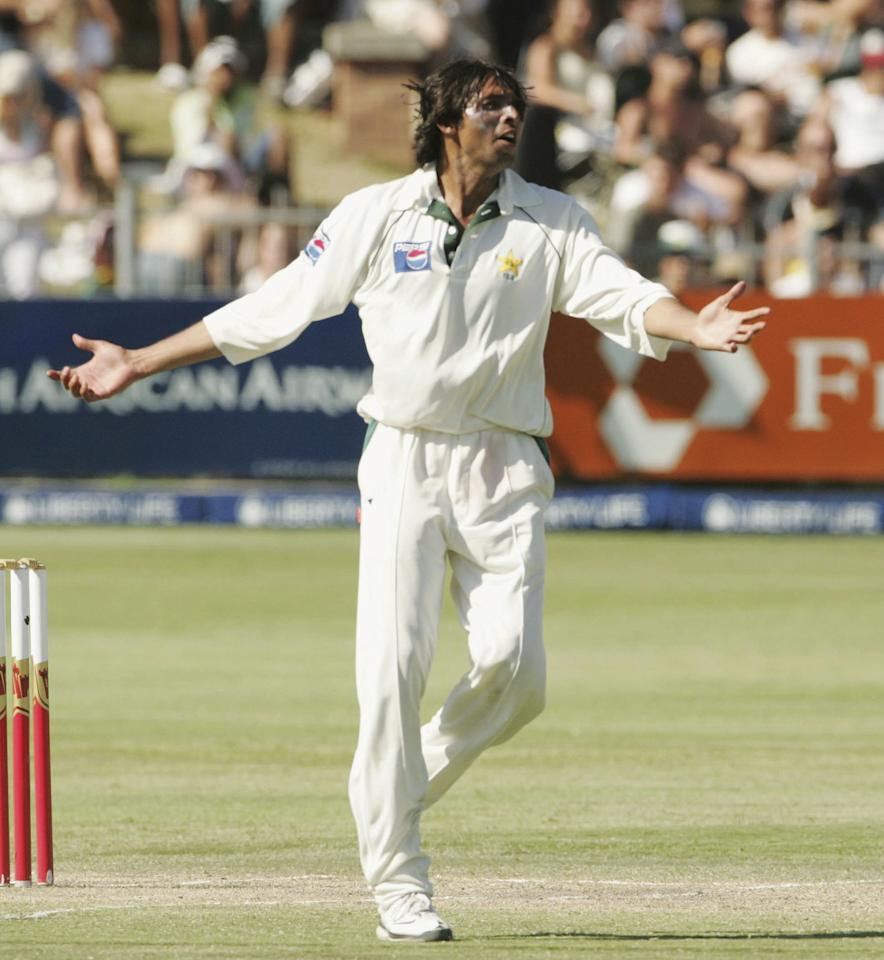 PORT ELIZABETH, SOUTH AFRICA - JANUARY 21: Mohammad Asif of Pakistan celebrates his fifth with the wicket of Mark Boucher during Day Three of the Second Test match between South Africa and Pakistan at Sahara Oval, St George's on January 21, 2007 in Port Elizabeth, South Africa. (Photo by Duif du Toit/Gallo Images/Getty Images)