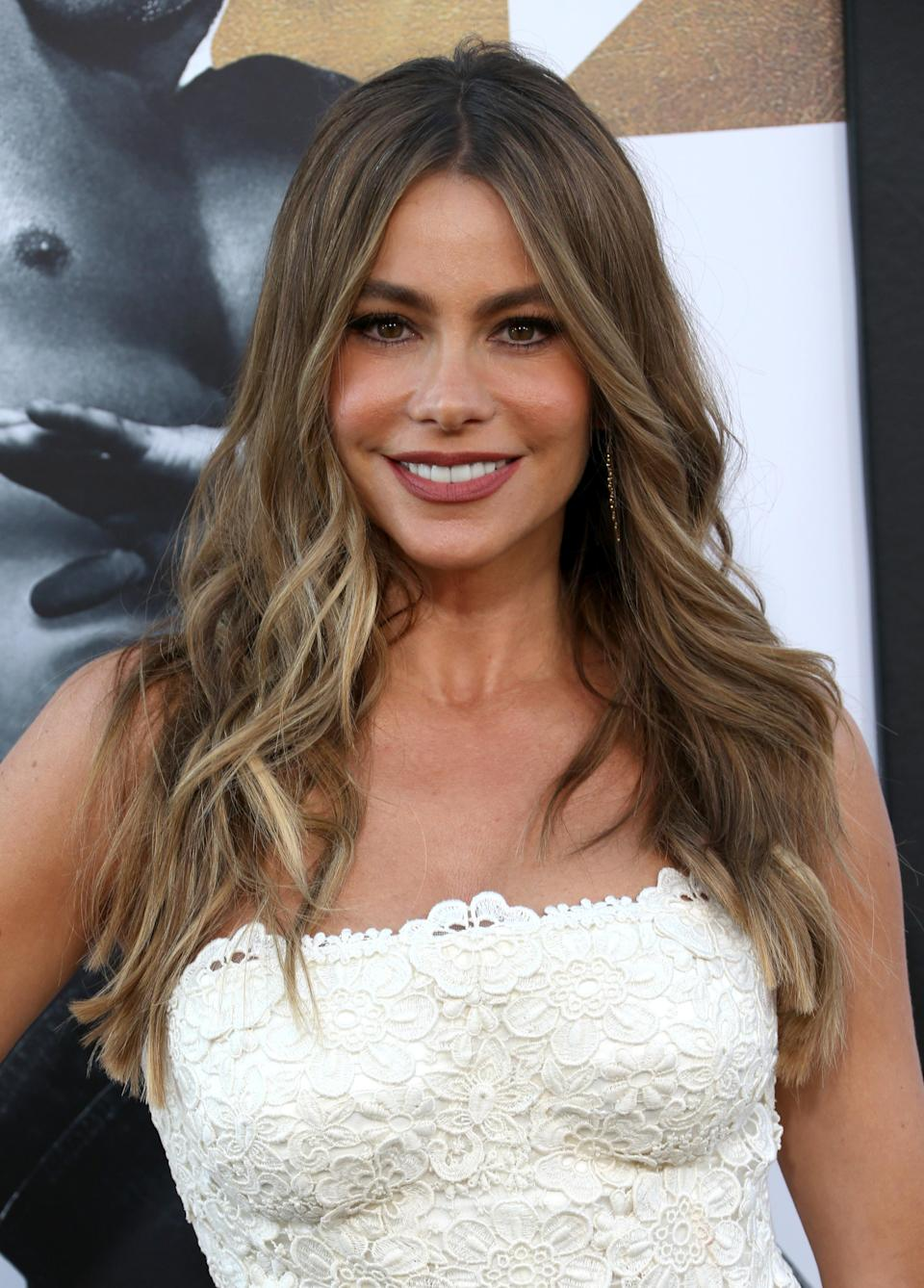 "<p>As the face of Head & Shoulders, it's no wonder<a href=""https://www.yahoo.com/lifestyle/tagged/sofia-vergara"" data-ylk=""slk:Sofia Vergara"" class=""link rapid-noclick-resp""> Sofia Vergara</a> always has perfect hair. The Colombian actress is known to grace the red carpet showing off her signature long, tousled waves and sun-kissed radiant skin. To get her effortless waves, just opt for a 1.5-inch <a href=""https://www.yahoo.com/lifestyle/tagged/curler"" data-ylk=""slk:hair curler"" class=""link rapid-noclick-resp"">hair curler</a> for a beachy look. (Photo: Getty Images) </p>"