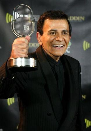 CASEY KASEM POSES WITH AWARD AT THE 2003 RADIO MUSIC AWARDS.