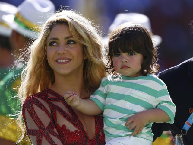Singer Shakira holds her son Milan Pique during the 2014 World Cup closing ceremony at the Maracana stadium in Rio de Janeiro July 13, 2014. REUTERS/Eddie Keogh (BRAZIL - Tags: SOCCER SPORT WORLD CUP ENTERTAINMENT)