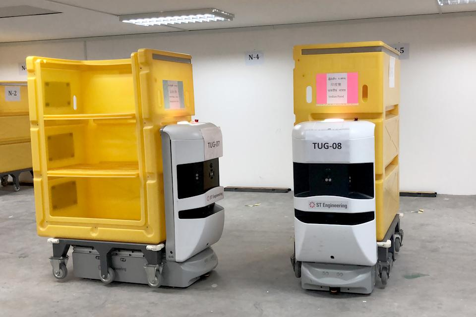 ST Engineering's STrobo Tug robots will be helping to distribute meals at the CEC. (PHOTO: Dhany Osman / Yahoo News Singapore)
