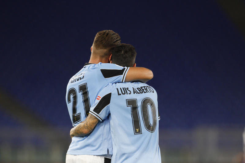 Title-chasing Lazio comes from behind to beat Fiorentina 2-1