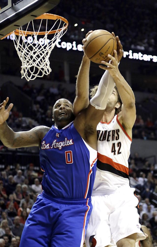 Los Angeles Clippers forward Glen Davis, left, and Portland Trail Blazers center Robin Lopez battle for a rebound during the first half of an NBA basketball game in Portland, Ore., Wednesday, April 16, 2014. (AP Photo/Don Ryan)