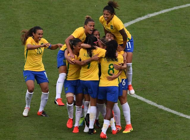 Monica (C) of Brazil celebrates with teammates after scoring against China during the Rio 2016 Olympic football match on August 3, 2016 (AFP Photo/Vanderlei Almeida)