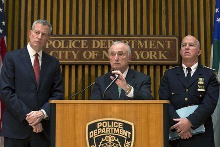 (L-R) New York City Mayor Bill de Blasio, Police Commissioner William Bratton and NYPD Chief of Department James P. O'Neill attend a news conference in New York, October 21, 2015. REUTERS/Brendan McDermid
