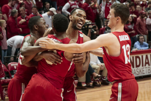 "Ohio State forward Keita Bates-Diop, center rear, celebrates with teammates Andrew Dakich, right, Ohio State guard C.J. Jackson, center front, and <a class=""link rapid-noclick-resp"" href=""/ncaab/players/120815/"" data-ylk=""slk:Kam Williams"">Kam Williams</a> after defeating Indiana. (AP Photo/AJ Mast)"