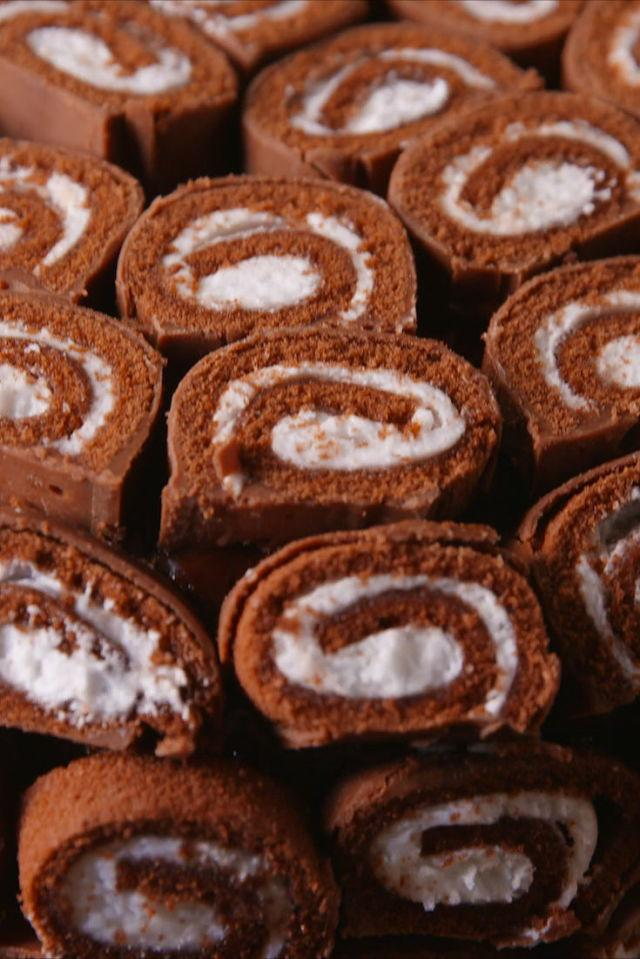 "<p>Have you ever seen such a creation?</p><p>Get the recipe from <a rel=""nofollow"" href=""http://www.delish.com/cooking/recipes/a49982/swiss-roll-cake-recipe/"">Delish</a>.</p>"