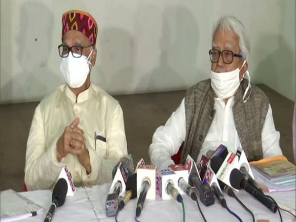 Congress leader Pradip Bhattacharya (left) and  Left Front leader Biman Bose (right) at joint press conference (Photo/ANI)