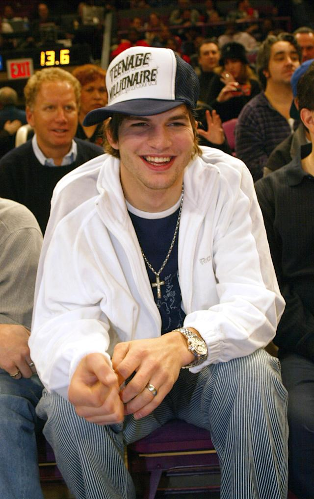 Ashton Kutcher wears a trucker hat at a New York Knicks game, Jan. 5, 2003. (Photo: Getty Images)