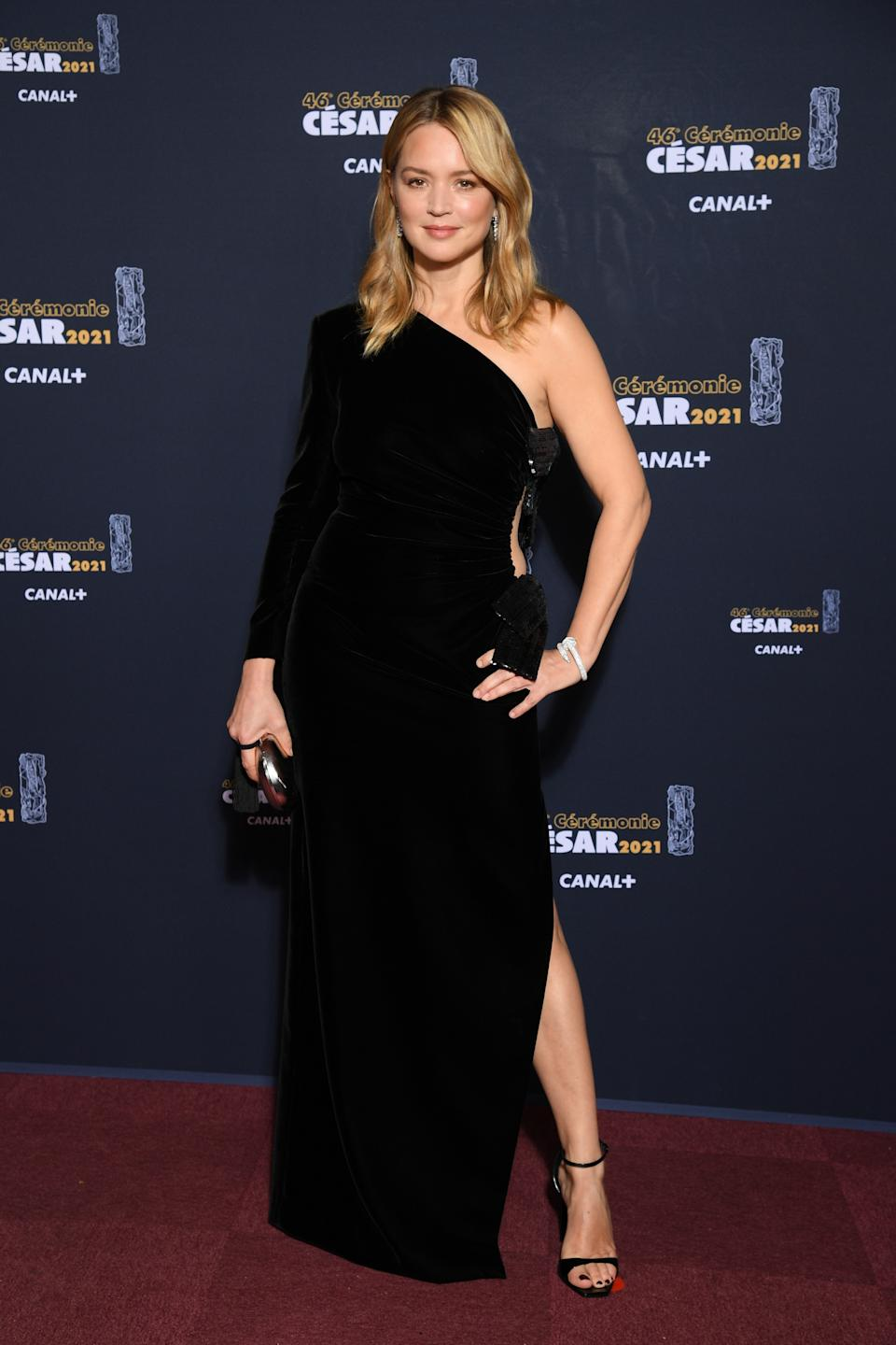 <p>Virginie Efira a joué sur l'asymétrie avec une robe fendue, décolletée sur une épaule. (Photo by Pascal Le Segretain/Pool/SC Pool - Corbis/Corbis via Getty Images)</p>