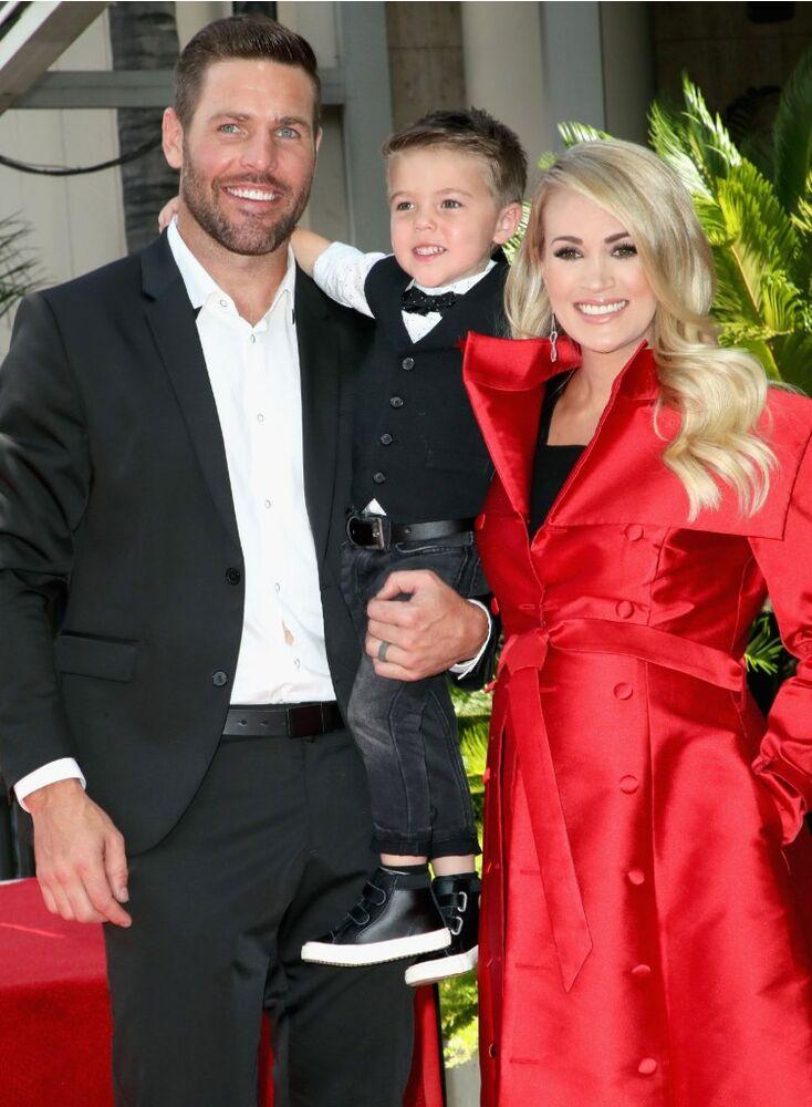 (left to right) Mike Fisher, son Isaiah, Carrie Underwood | David Livingston/Getty