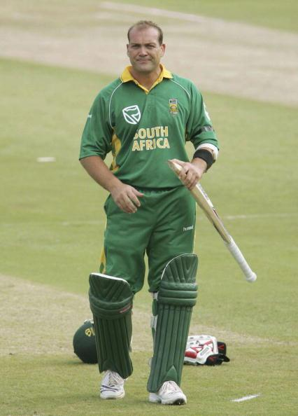 DURBAN, SOUTH AFRICA - NOVEMBER 22: Jacques Kallis of South Africa waits for a new bat during the Second One Day International between South Africa and India at Kingsmead Stadium on November 22, 2006 in Durban, South Africa.  (Photo by Duif du Toit/Gallo images/Getty Images)