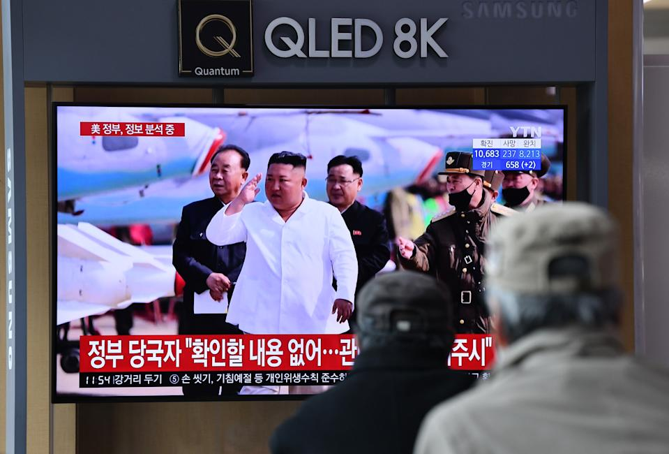People watch a television news broadcast showing file footage of North Korean leader Kim Jong Un, at a railway station in Seoul on April 21, 2020. - South Korea played down a report on April 21 that the North's leader Kim Jong Un was being treated after surgery, as speculation mounted over his absence from a key anniversary. (Photo by Jung Yeon-je / AFP) (Photo by JUNG YEON-JE/AFP via Getty Images)