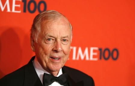 FILE PHOTO: Entrepreneur T. Boone Pickens arrives for the Time 100 Gala in New York