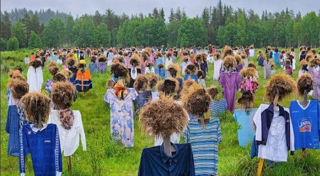 The hundreds of figures are in fact scarecrows and part of an art installation. Source: Instagram/larshi1