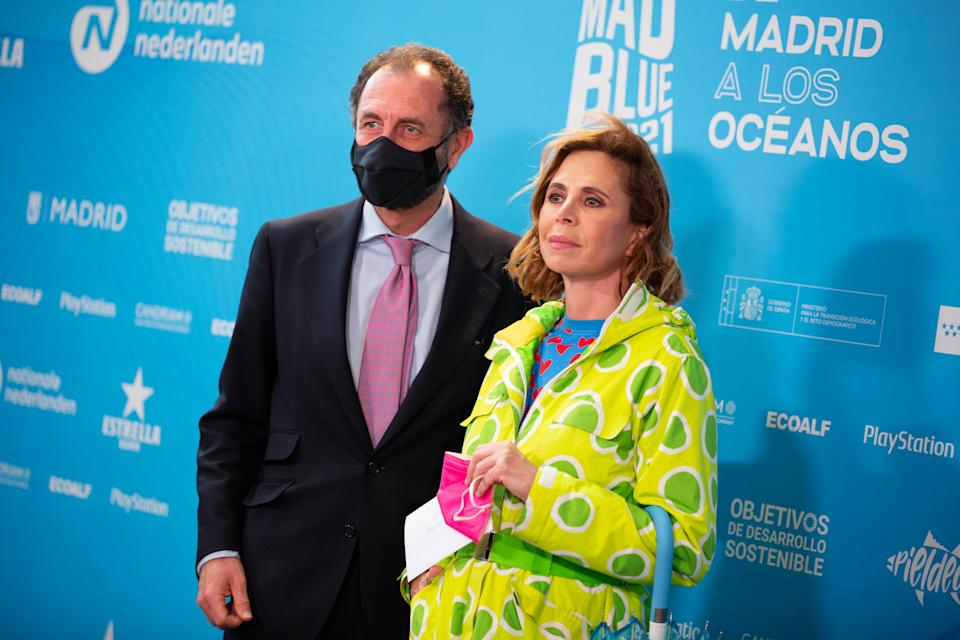 MADRID, SPAIN - APRIL 22: Luis Gasset  and Ágatha Ruiz de la Prada attend 'Madblue Awards 2021' photocall at Teatros del Canal on April 22, 2021 in Madrid, Spain. (Photo by Patricia J. Garcinuno/Getty Images)