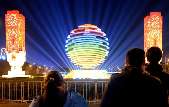 Visitors admire the decorations near the venue of the Asia-Pacific Economic Cooperation (APEC) summit in Beijing on November 6, 2014 (AFP Photo/Goh Chai Hin)