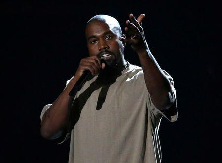 FILE PHOTO: Kanye West accepts the Video Vanguard Award at the 2015 MTV Video Music Awards in Los Angeles
